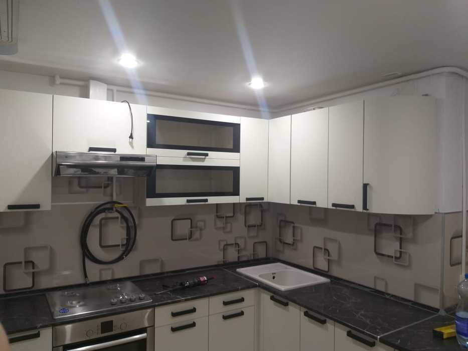 Кухня модульная угловая Контемп графит-слоновая кость